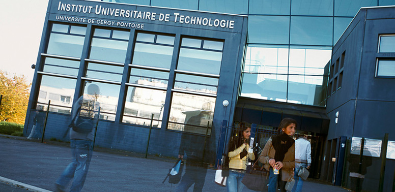 licence-pro-commerce-cergy